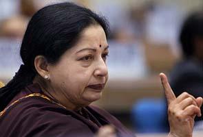 Jayalalithaa_pointing_finger_295